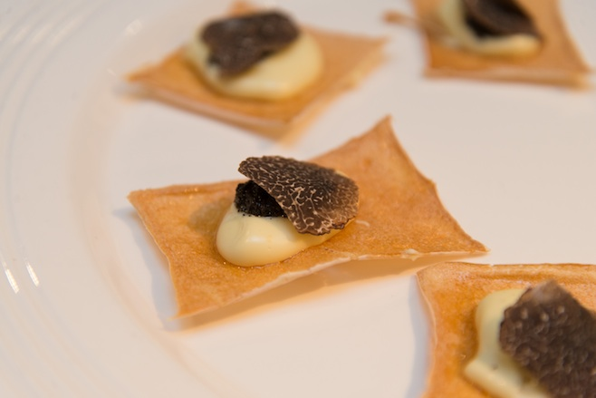 Kuzu Bread with Sauce Aligoté and Périgord Truffles